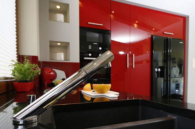 Czerwona kuchnia na wysoki połysk: dodaj sobie energii!