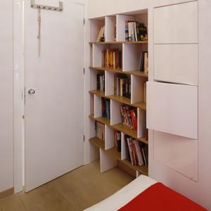 Aranżacja wnętrza małego mieszkania to zazwyczaj walka projektanta o wykorzystanie każdego centymetra, każdej wnęki… Fot. Bartosz Jarosz.