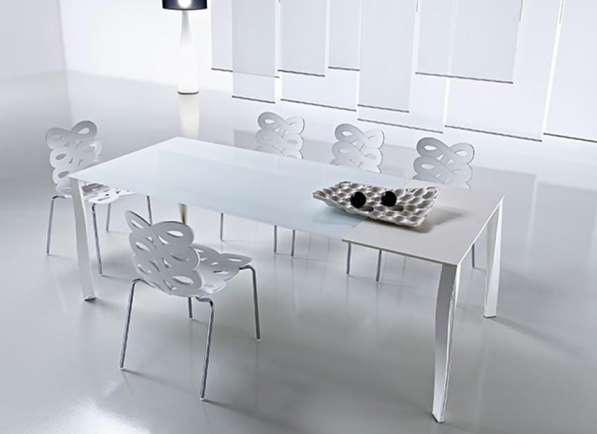 Jadalnia w wielkim formacie for Tavoli laccati bianchi