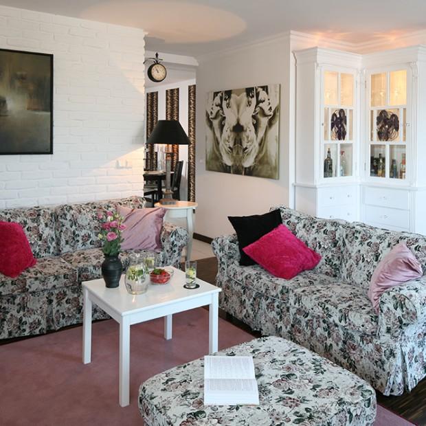 W angielskim stylu: kanapy z różanymi wzorami
