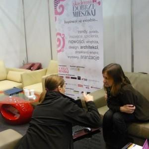 Goście odwiedzający nasze stoisko mogli odpocząć na wygodnych kanapach partnera Akademii Dobrze Mieszkaj, firmy Etap-Sofa