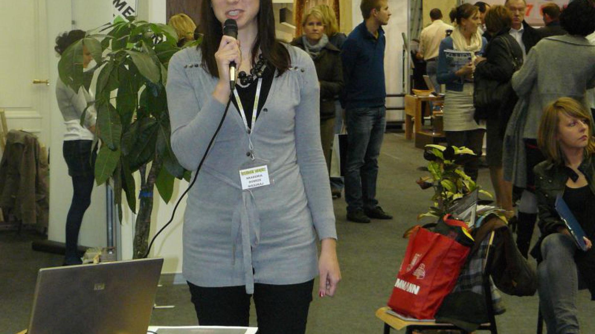 Anna Maria Sokołowska z pracowni Dragon Art wyjaśniała, jak urządzić strefę wypoczynku jeśli mamy do dyspozycji niewielką przestrzeń.