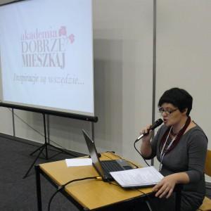 Założenia i plany Akademii Dobrze Mieszkaj przybliżyła Justyna Łotowska, redaktor naczelna magazynu Dobrze Mieszkaj.