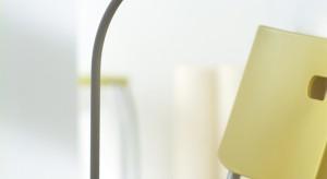 Dziś lampki na biurko zapewniają nie tylko wygodę i komfort pracy. Ich elegancki, ciekawy wygląd sprawił, że stały się kolejnym, często oryginalnym i przyciągającym wzrok elementem wnętrza.
