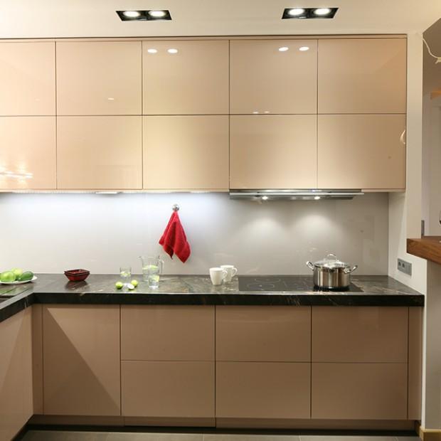 Dwurzędowy układ szafek: więcej miejsca w małej kuchni