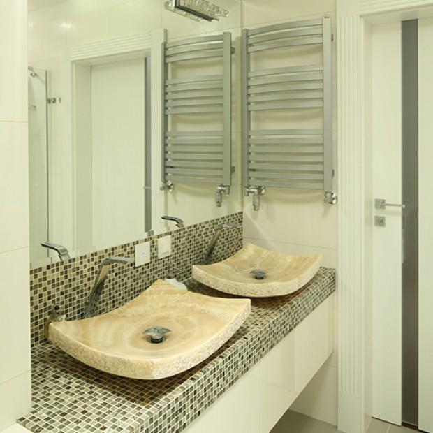 Umywalki z onyksu: egzotyczny pomysł do łazienki