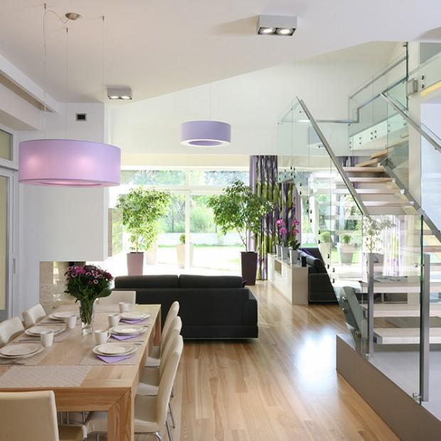 Nowoczesne wnętrze: przeszklenia, stal i kolor