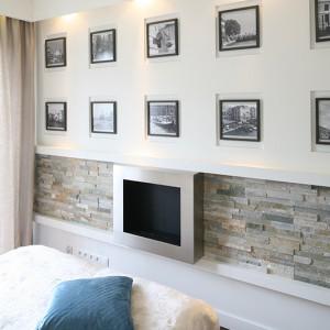 Ciepły, domowy klimat w sypialni pomógł uzyskać także kamień o strukturze łupanej. Takiego efektu nie dałoby zastosowanie kamienia polerowanego. Fot. Bartosz Jarosz.