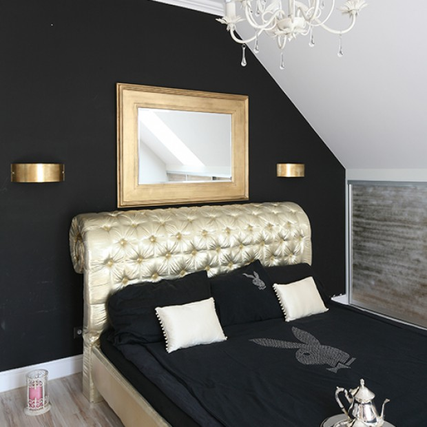 Złote łóżko w sypialni: śpij po królewsku