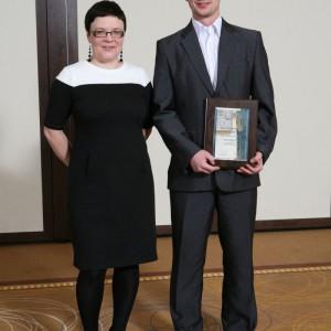 Przedstawiciel firmy Bog Fran odebrał tytuł Dobry Design 2013 za łoże tapicerowane Avalon.
