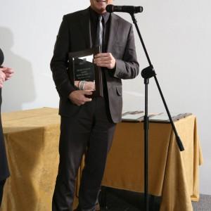 Marka Drzwi i Podłogi VOX odebrała tytuł Dobry Design 2013 za Skrzydło drzwiowe z kolekcji Drzwi VOX Model 1.1. Na zdjęciu Arkadiusz Śmiłowski, przedstawiciel marki.