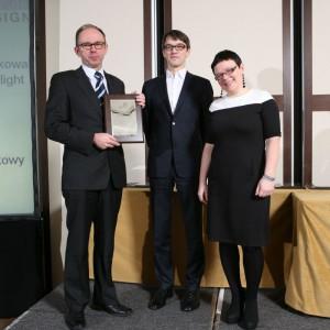 Grzegorz Kolarski, przedstawiciel marki Wicanders (Dom Korkowy) odebrał nagrodę za podłogę Flock Moonlight.