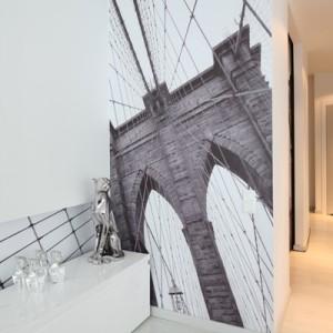 Most Brookliński w salonie? Czemu nie. Pięknie zdobi jedną ze ścian. Fot. Bartosz Jarosz.