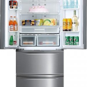 Jeśli lodówka ma podwójne drzwi, by sięgnąć po produkt umieszczony w balkoniku wystarczy otworzyć jedno  ich skrzydło. Trzeba tylko pamiętać, że np. nabiał jest po lewej stronie, a napoje - prawej. Praktycznymi rozwiązaniami w modelu LCFD-180NFX  Mastercook są też m.in. szuflada z ustawieniem temp. na sery  i wędliny, składana półka oraz zamrażalnik szuflady. Cena: ok. 4.199 zł, Mastercook.