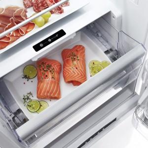 W temperaturze ok. 0°C ryby i mięso przechowują się co najmniej 2 razy dłużej, niż  ustawione półkę wyżej (w temp. ok. 4°C). Takie warunki panują w szufladzie Active 0°, w które jest wyposażona nowa  lodówka Absolute WBV3399 NFC IX firmy Whirlpool. Cena: ok. 2.499 zł, Whirlpool.