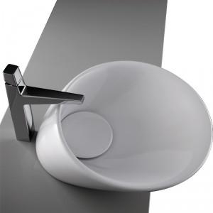 Umywalka nastawna z korkiem ceramicznym. Materiał: ceramika sanitarna Wym. 45x49,3x18 cm. Cena: ok. 1.519 zł, Plavisdesign/Net.