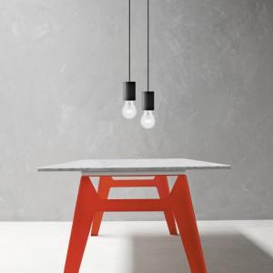 Stół Welded z charakterystycznymi czerwonymi nogami. Fot. Bonaldo, www.bonaldo.it