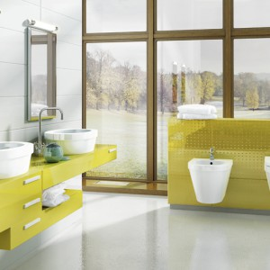 Meble łazienkowe z serii Benque w kolorze seledynu wyposażone w pojemne szufl ady. Na zamówienie, Hybner.