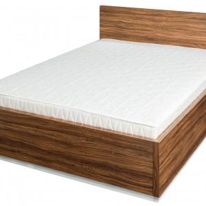 Proste, prawie ascetyczne łóżko Rimella dostępne jest w ciekawym wybarwieniu oliwka. Wzrok przyciąga także poziome usłojenie dodające meblu organiczności. Cena: ok. 848 zł, Szynaka Meble.