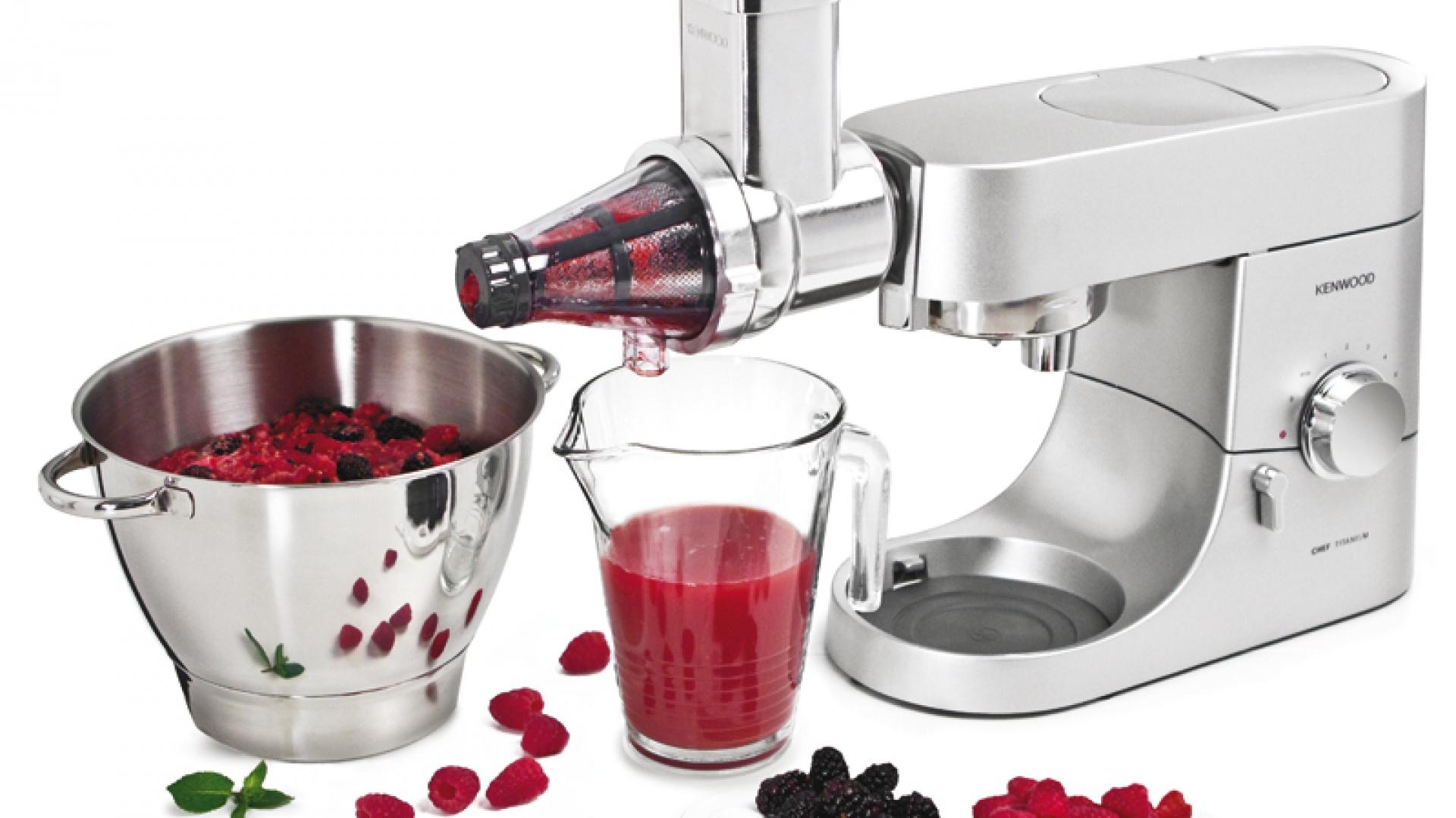 Przystawka do przecierania owoców miękkich AT644 idealna do przyrządzania zdrowych soków, pysznych musów, przecierów i delikatnych puree. Cena: ok. 465 zł, Kenwood.