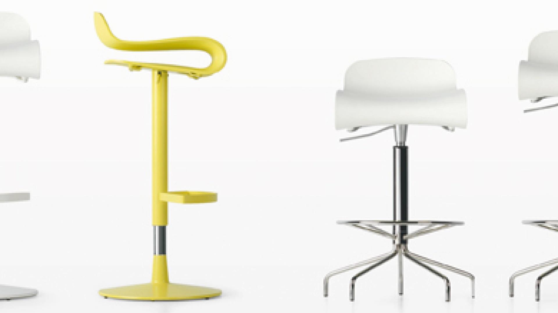 BCN – dostępne w czterech kolorach siedzisk: biały, czarny, zielony i koralowy oraz trzech rodzajach bazy: aluminiowa chromowana konstrukcja, drewniane nóżki i z regulowaną wysokością; wys. 50-76 cm. Cena: od ok. 1.180 zł, Kristalia/Atak Design.