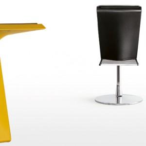 Dart – miękkie siedzisko wykonane z poliuretanu, podstawa z polipropylenu; regulowana wysokość; wys. 76 cm. Cena: ok. 1.918 zł, Kristalia/Atak Design.
