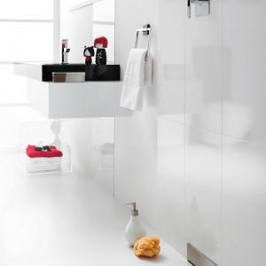 Odpływ ścienny Shower Element wykorzystuje rewolucyjny pomysł montażu syfonu natryskowego w ścianie. Użytkownik widzi tylko mały otwór w ścianie i sam może dobrać pokrywę odpływu, która jest dostępna w kolorze białym, chromie błyszczącym i wykonaniu ze stali nierdzewnej. Geberit.