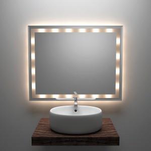 Lustra z oświetleniem o stopniu ochrony IP 44 (ochrona przed bryzgami wody) można bezpiecznie umieścić w   łazience, nawet tuż nad umywalką. Lustro E4 z oferty Szkło System (100x80 cm) można powiesić w poziomie,   jak i w pionie. Krawędzie wykończone ozdobną fazą. Oświetlenie halogenowe, wbudowany transformator i   wyłącznik; odstęp od ściany 3 cm; cena: ok. 579 zł (z dostawą), www.lustrowe.pl