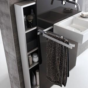 Umywalkowy moduł sanitarny Geberit Monolith maskuje instalacje, a zarazem może być szafką na przybory i kosmetyki (z wysuwanymi półkami). Po zamontowaniu wieszaka, pod ręką są też ręczniki. Przystosowany do montażu baterii ściennej lub sztorcowej; Geberit.
