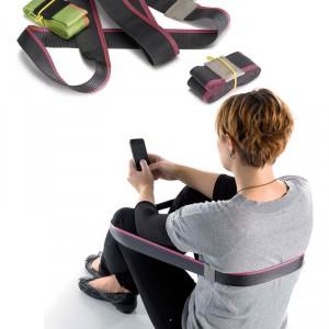 Chairless to pomysł na wygodne siedzenie, tam, gdzie brak miejsc do siedzenia – na plaży, na łące... Pomysłów jest wiele. I mieści się w kieszeni! Vitra.