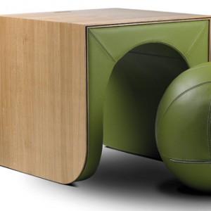 Switch (proj. Ellen Ectors) to stół i krzesło w jednym. W łatwy sposób można przekształcić je w formę, z której w danej chwili chcemy korzystać. Ellesco.