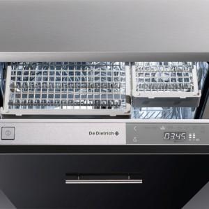 Zmywarka DVH1180GJ całkowicie zintegrowana, szer. 60 cm, poj. 14 kompletów naczyń, poziom głośności 39 dB(A), zużycie wody – 9 l na cykl, trzeci podzielny kosz na sztućce, 8 programów mycia, klasa energetyczna A . Cenas: ok. 4.699 zł, De Dietrich.