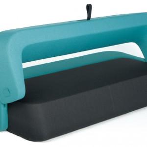 Wielofunkcyjna, dwuosobowa sofa Revolve, w której całą powierzchnię stanowi materac. Proj. Numen/Fouse, I.Borovnjak&Bratovic. Powierzchnia spania 140x 210x38 cm. Cena: od ok. 6.150 zł, Kvadra/Le Pukka.