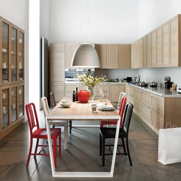 Drewniane szafki w kuchni: postaw na naturalność
