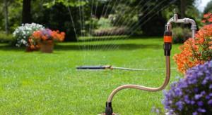 Przed zimą wszelkie narzędzia jak i system nawadniania wymagają prac konserwatorskich. Jeśli nie zadbamy o nie na czas mogą ulec awarii lub zniszczeniu. Radzimy jak zabezpieczyć system, aby wiosną znów nawadniał nasz ogród.