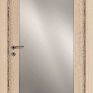 Drzwi z lustrem przypadną do gustu każdej dziewczynie. Drzwi i podłogi VOX.