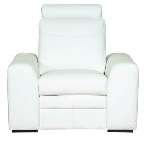 Fotel Soleto wyposażony w zagłówek, zwiększający komfort wypoczynku. Drewniane nóżki, odcinają bryłę od ziemi, dodając mu subtelnej lekkości. Wym. 90/100/96. Od ok. 1.017 zł, Bydgoskie Meble.