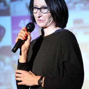 """Ewa Trzcionka, redaktor naczelna Design Alive moderowała pierwszy panel """"Czym jest dobry design?""""."""