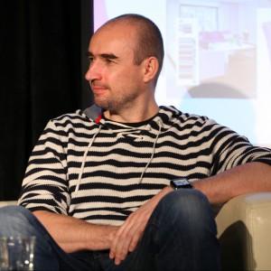 Adam Bronikowski, projektant wnętrz, właściciel pracowni HOLA Design, showroomu Homelovers, twórca marki mebli STYLHEN.