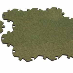 Dywanik Puzzle uczy dekoruje dziecięcy pokój, a jednocześnie uczy kreatywnego myślenia. Dostępny też w wersji z wodą lub piaskiem. Magis Me Too/Fabryka Form.