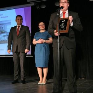 W podkategorii Fronty i Uchwyty Meblowe tytuł Dobry Design zdobył front Model 72 Zakładu Handlowo-Produkcyjnego Kobax. Nagrodę odebrał Witold Chowaniec, przedstawiciel firmy Kobax.