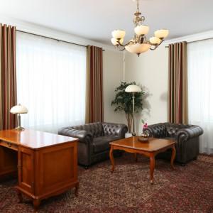 Elegancki dywan jest nieodłącznym elementem wyposażenia klasycznego biura. Zwłaszcza, jeżeli przyjmujemy w nim gości. Fot. B. Jarosz.