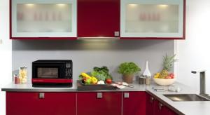 Można w niej nie tylko podgrzewać potrawy, ale też gotować na parze i piec na grillu. Te trzy funkcje w jednym oferuje kuchenka AX-1110IN. To nowość dostępna w ofercie firmy Sharp.