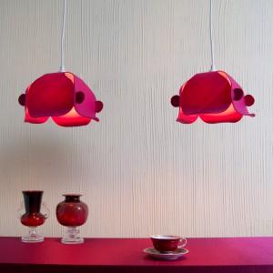 Wisząca lampa Covallaria, wykonana z filcu poliestrowego i pleksi, dostępna w kolorach: fioletowy, fuksja, limonka, szary, czerwony.