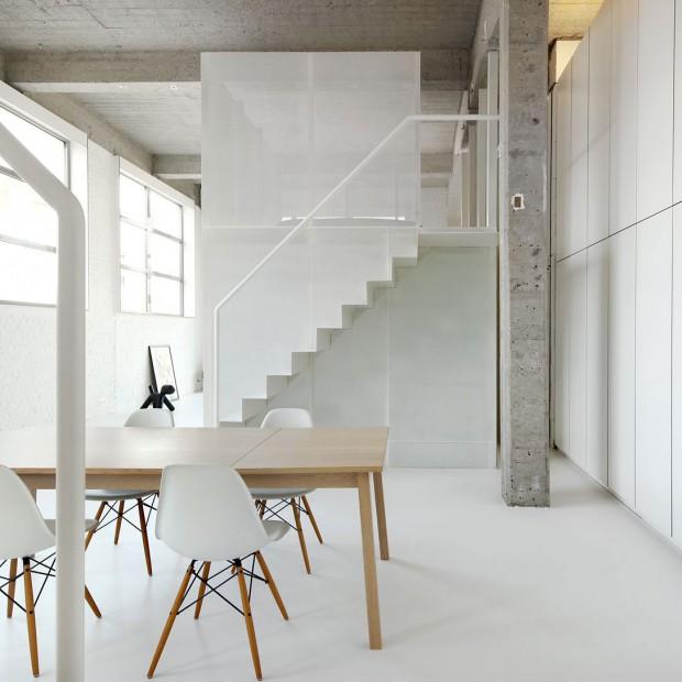 Minimalistyczny loft w bieli