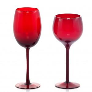 Kieliszek Basic 3 w kolorze czerwonym. Wysokość: 21 cm (do czerwonego wina), 23 cm (do białego wina). 15 zł/szt., Home&You.