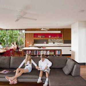 Otwarta część dzienna jest przytulna i rodzinna w charakterze. Fot. Wilson Architectures.