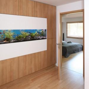 Na piętrze piękną ozdobą jest akwarium. Fot. Bartosz Jarosz.