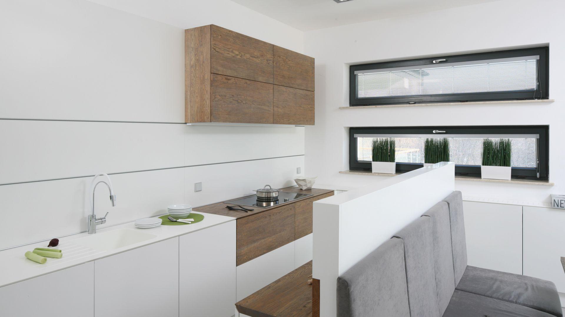 10 Pomyslow Na Biala Kuchnie Ocieplona Drewnem