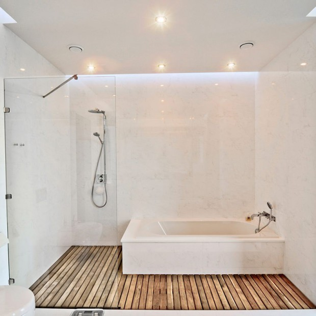 Drewniana podłoga do łazienki